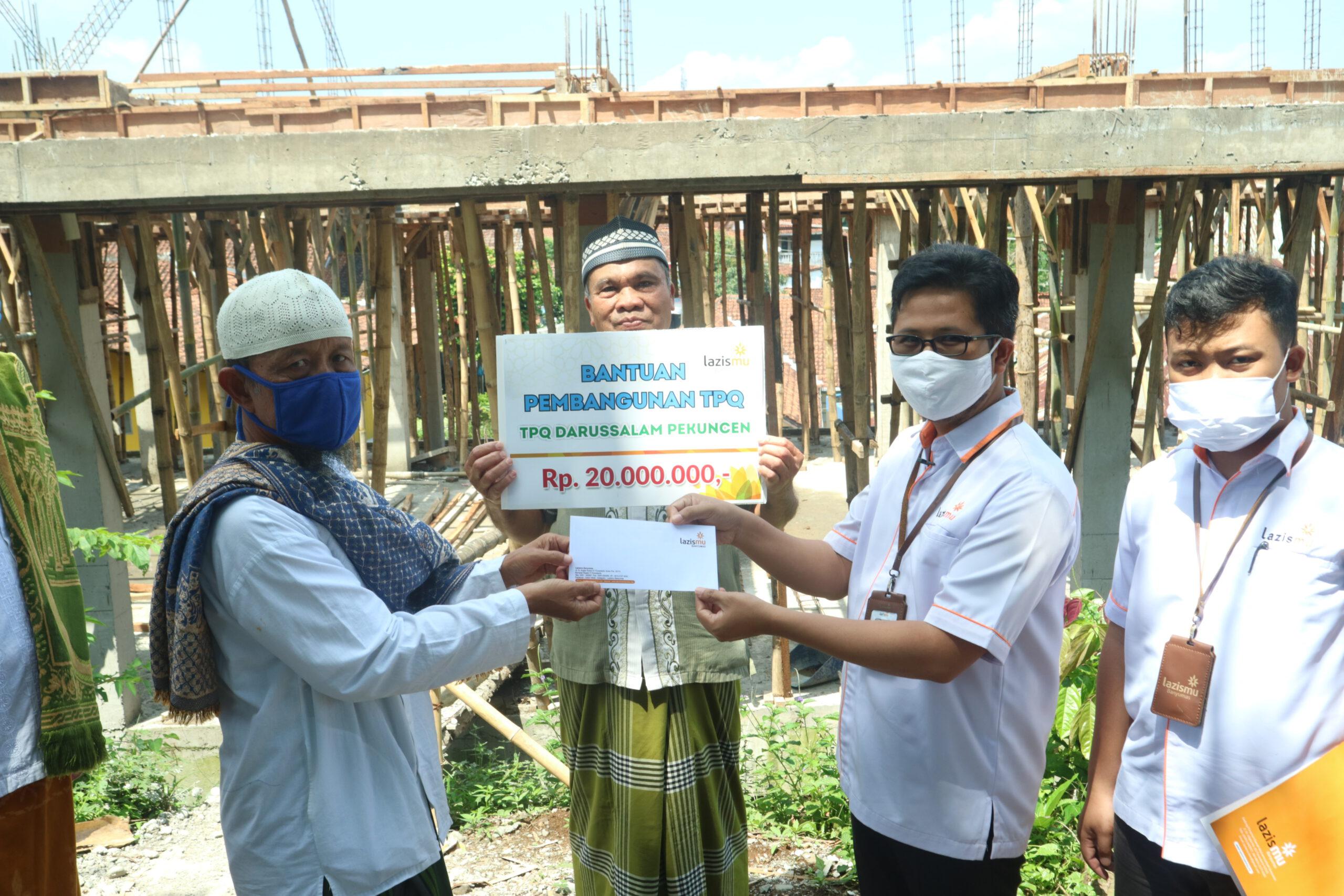 Dukung Dakwah Persyarikatan Melalui TPQ, Lazismu Banyumas Salurkan Bantuan Pembangunan Fasiltas Gedung untuk TPQ Darussalam Pekuncen