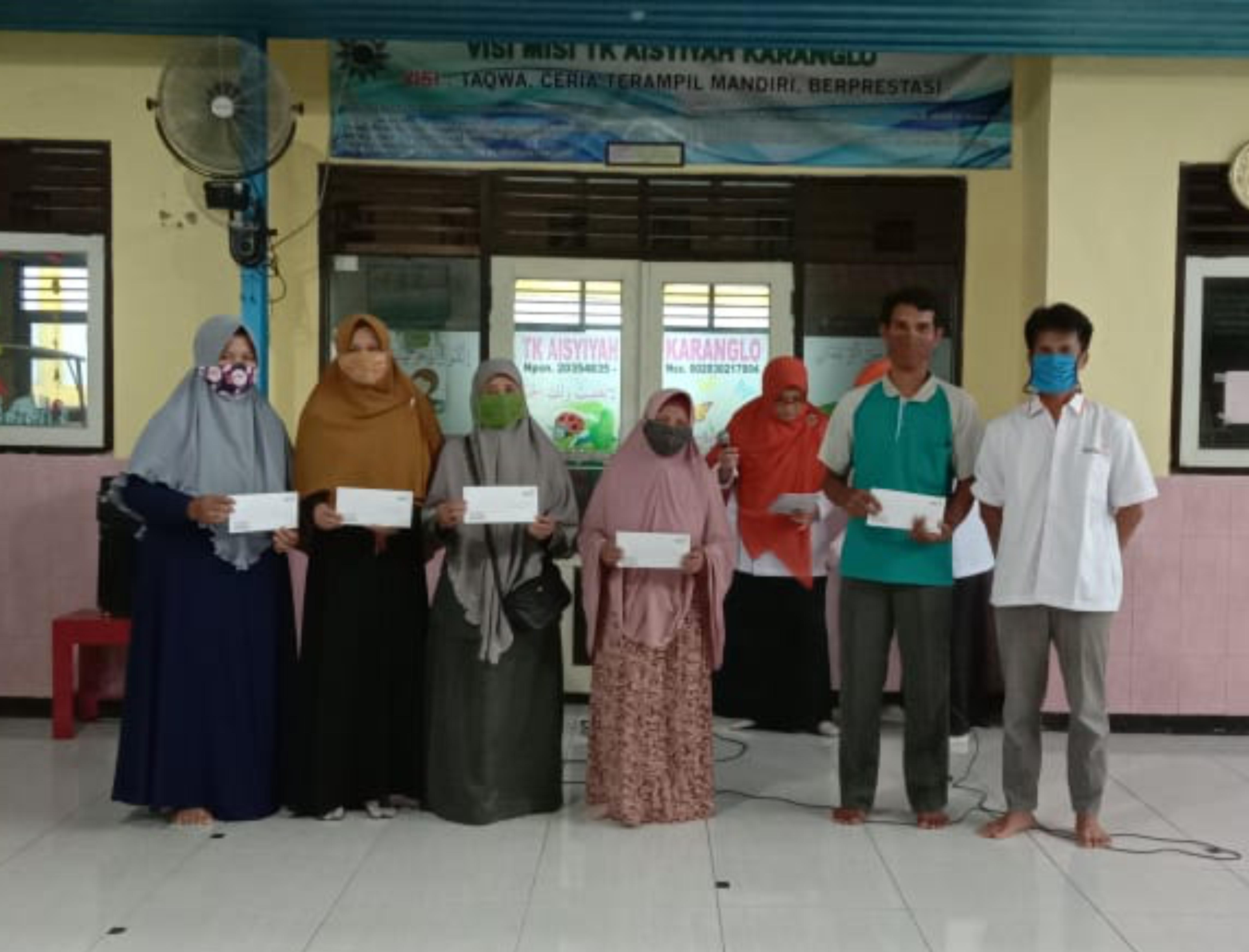 Tumbuhkan Semangat mengajar KL Lazismu Karanglo Laksanakan Program Peduli Guru