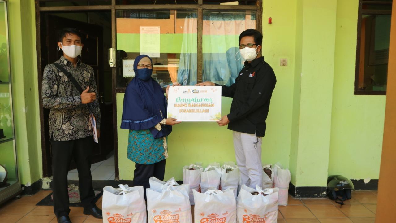 Pemberian Paket Kado Ramadhan Fisabilillah Lazismu Banyumas Kepada Para Guru Honorer